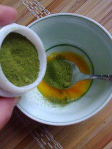 Trị sẹo lõm bằng bột trà xanh