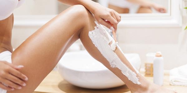 triệt lông chân bằng kem đánh răng