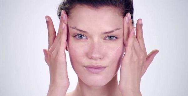 massage xóa nếp nhăn quanh mắt, cách mát xa vùng mắt