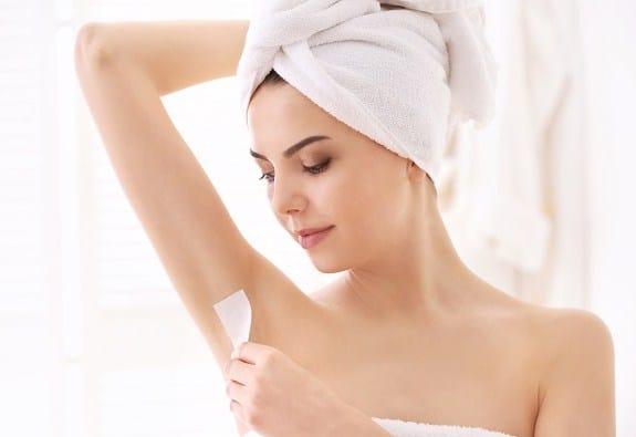 cách wax lông nách tại nhà, cách wax lông nách tại nhà bằng sáp, cách waxing lông nách tại nhà