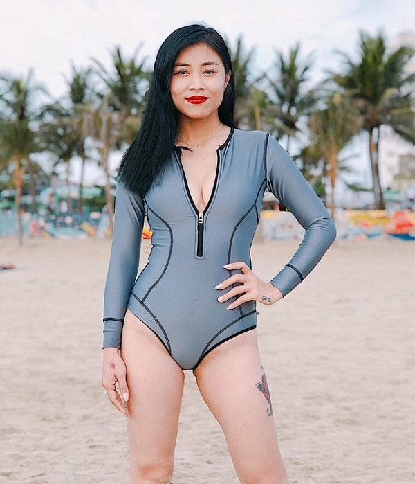 MC Hoàng Linh khoe thân hình nóng bỏng