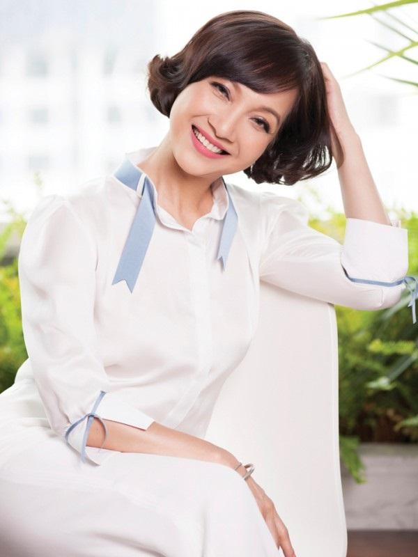 Mặc dù đã bước sang tuổi 55 nhưng NSND Lê Khanh vẫn sở hữu một nhan sắc không tuổi khiến nhiều người ngưỡng mộ