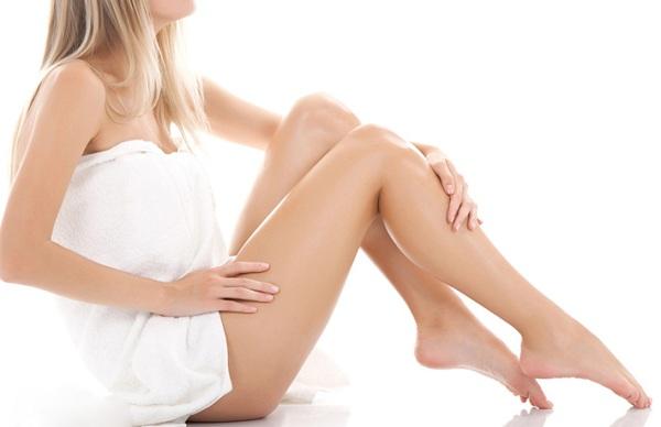 Tẩy lông chân bằng sữa tắm
