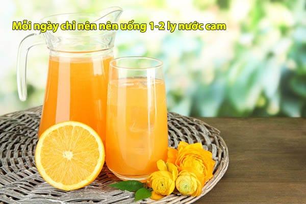 Mỗi ngày chỉ nên nên uống 1-2 ly nước cam