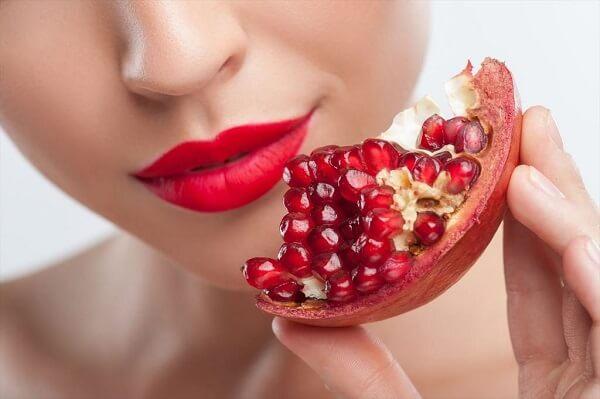 giảm cân với uống nước ép, bằng cách ăn hạt trái quả lựu, có giúp giảm cân không