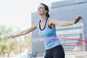 Lắc vòng có tác dụng gì? Những tác hại của việc lắc vòng giảm béo nhiều chị em không biết