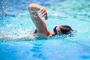 Đi học bơi có giúp những người béo phì giảm cân hiệu quả không?