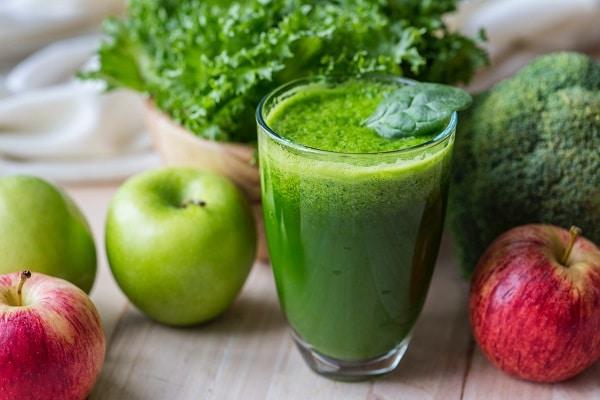 Cách làm nước ép cải bó xôi giảm mỡ bụng