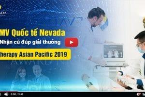 Giây phút hân hoan đón nhận giải thưởng của thẩm mỹ viện Quốc tế Nevada