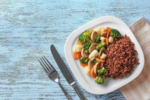 100g gạo lứt bao nhiêu calo? Ăn gạo lứt có béo không? Ăn gạo lứt có giảm cân không? Nghe chuyên gia mách bí quyết ăn gạo lứt giảm cân