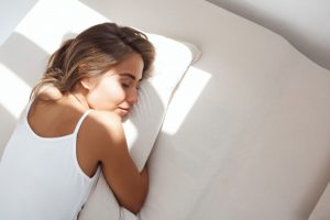 Ngủ nhiều có mập không? Chuyên gia tiết lộ về cách ngủ nhiều không lo mập