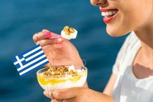 Sữa chua Hy Lạp có giảm cân không? 9 Lý giải khoa học cho điều này