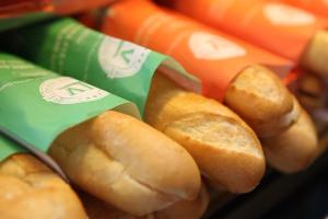 1 ổ bánh mì que bao nhiêu calo? Ăn bánh mì que có béo không? Ai thích ăn bánh mì que phải biết điều này