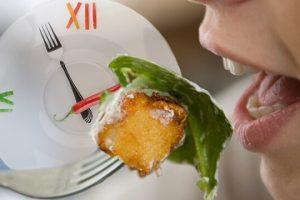 Ăn chậm nhai kỹ có giảm cân không? Cách ăn chậm giảm cân đúng cách