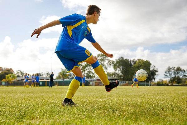 đá bóng giảm cân, bóng đá có giảm cân, đá bóng có giảm cân không
