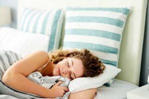 Nên đi ngủ lúc mấy giờ để giảm cân – Chuyên gia giải đáp