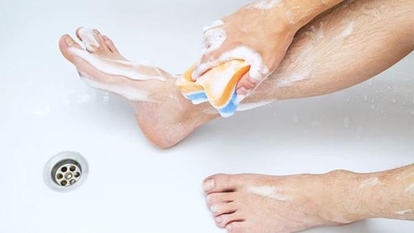 có nên cạo lông chân ở tuổi dậy thì không, có nên cạo lông chân ở tuổi dậy thì, cạo lông chân tuổi dậy thì