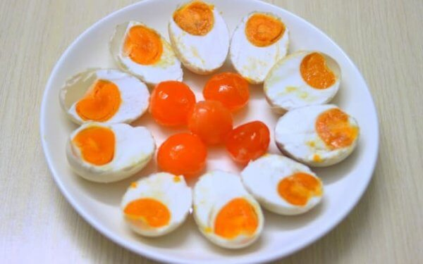 trứng muối bao nhiêu calo, hột vịt muối bao nhiêu calo, trứng vịt muối bao nhiêu calo, lòng đỏ trứng muối bao nhiêu calo, ăn trứng muối có giảm cân không, ăn trứng muối có mập không, 1 quả trứng muối bao nhiêu calo